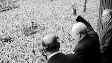 670px-churchill_waves_to_crowds