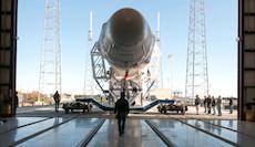 spacex-falcon-9-leaving-hangar-march2013-lg